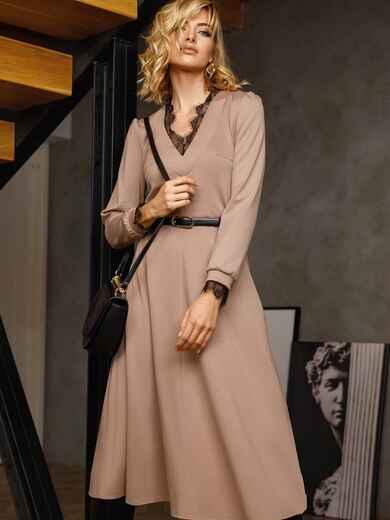 Бежевое платье с треугольным вырезом и расклешенной юбкой 52665, фото 1