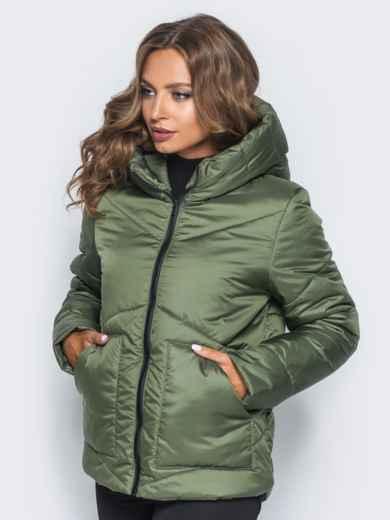 Стёганая куртка с капюшоном и объемными карманами зеленая - 14701, фото 2 – интернет-магазин Dressa