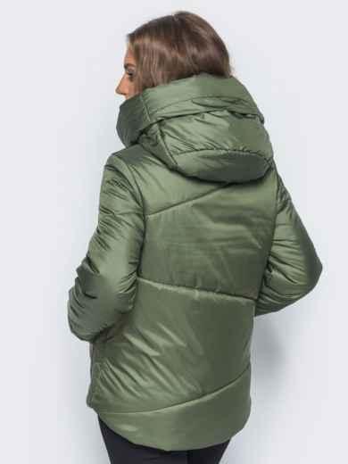Стёганая куртка с капюшоном и объемными карманами зеленая - 14701, фото 3 – интернет-магазин Dressa