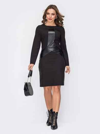 Черное платье приталенного кроя с фигурной вставкой из эко-кожи 52330, фото 1