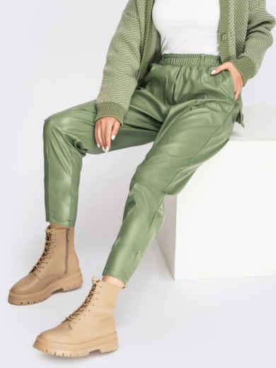 Зауженные брюки из экокожи с высокой посадкой зеленые 55146, фото 1