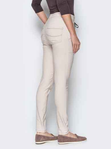 Бежевые брюки с резинкой по талии и прорезными карманами 21062, фото 2