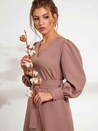 Бежевое платье с расклешенной юбкой - 44207, фото 1 – интернет-магазин Dressa