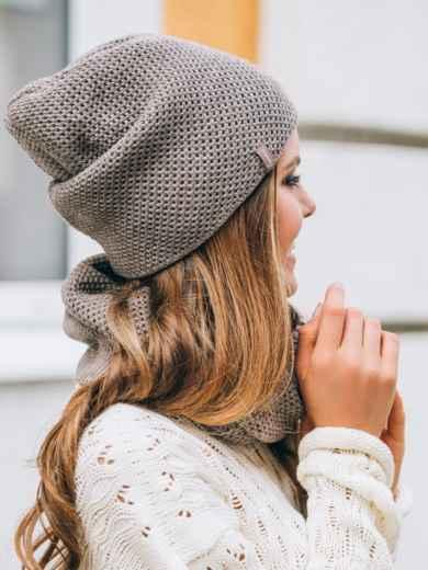 Тёмно-бежевые шапка и хомут рельефной вязки - 14881, фото 2 – интернет-магазин Dressa