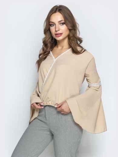 """Бежевая блузка с запахом и рукавом """"колокол"""" - 22349, фото 2 – интернет-магазин Dressa"""