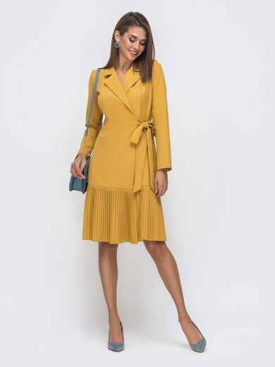 Платье на запах с воланом по низу горчичное 41423, фото 1