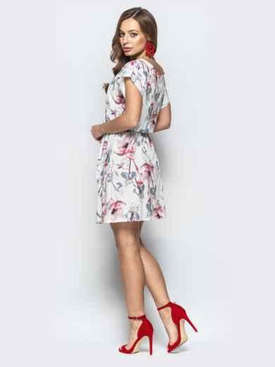 Приталенное платье белого цвета с цветочным принтом - 21815, фото 2 – интернет-магазин Dressa