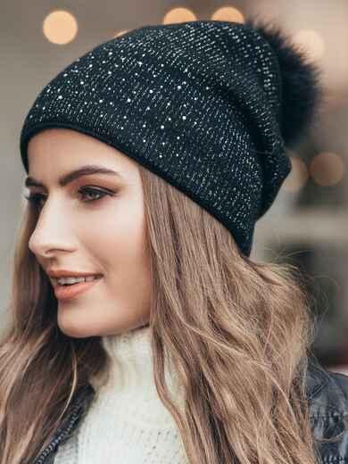 Зимняя шапка черного цвета с бубоном из натурального меха 14724, фото 1
