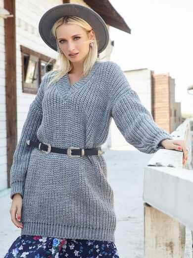 Свободный свитер крупной вязки с V-вырезом серый - 41202, фото 1 – интернет-магазин Dressa