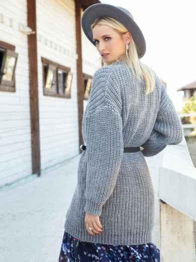 Свободный свитер крупной вязки с V-вырезом серый - 41202, фото 2 – интернет-магазин Dressa