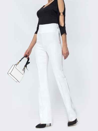 Белые брюки-клёш с высокой посадкой - 44074, фото 2 – интернет-магазин Dressa
