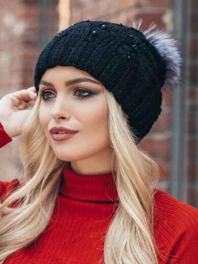 Черная вязаная шапка с бусинами и бубоном - 15482, фото 2 – интернет-магазин Dressa