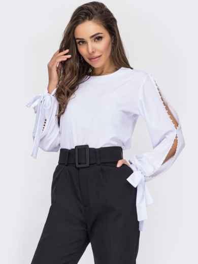 Белая блузка из софта с жемчужинами и разрезами на рукавах 53333, фото 1