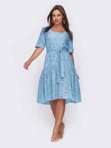 Свободное платье из прошвы с воланом по низу голубое 54494, фото 1
