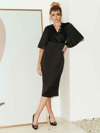 Чёрное платье-футляр из атласа с расклешенными рукавами 51787, фото 5