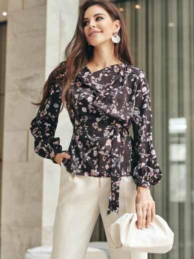 Блузка в цветочный принт с драпировкой на горловине черная 54682, фото 1