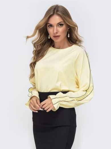 Желтая блузка свободного кроя с жемчужинами - 41511, фото 2 – интернет-магазин Dressa