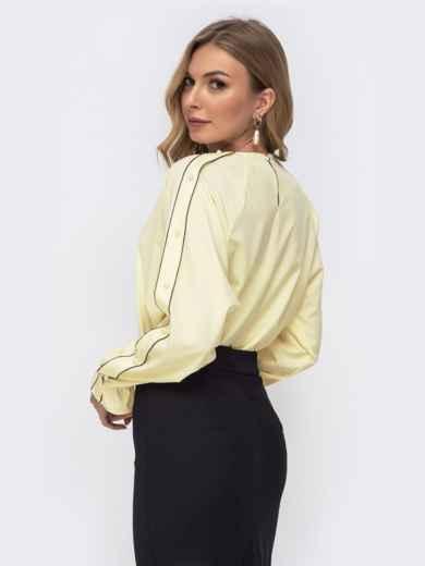 Желтая блузка свободного кроя с жемчужинами - 41511, фото 3 – интернет-магазин Dressa