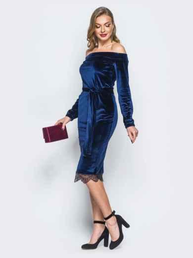 Платье синего цвета из велюра с открытыми плечами - 18134, фото 2 – интернет-магазин Dressa