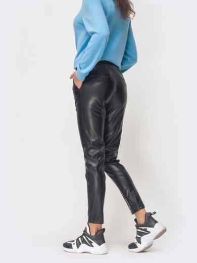 Брюки из эко-кожи с отстроченными стрелками чёрные - 42811, фото 3 – интернет-магазин Dressa