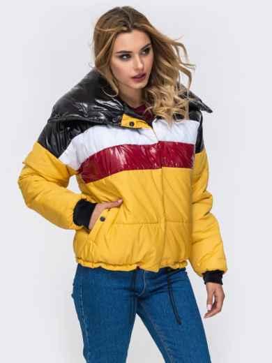 Дутая куртка с объемным воротником и контрастными вставками желтая - 42807, фото 2 – интернет-магазин Dressa