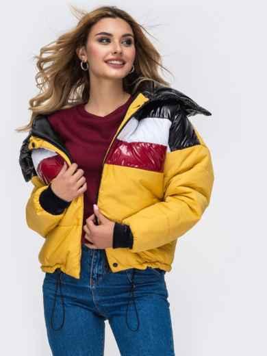 Дутая куртка с объемным воротником и контрастными вставками желтая - 42807, фото 3 – интернет-магазин Dressa