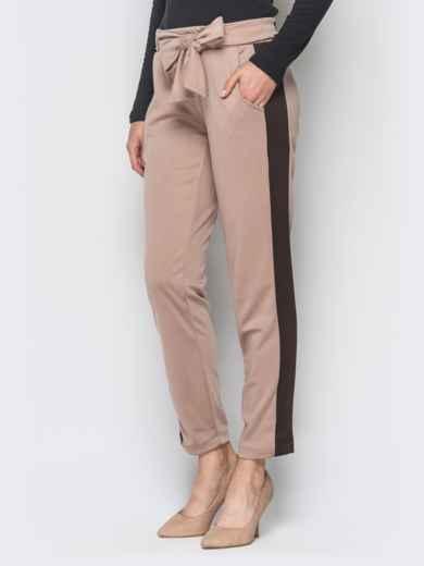 Бежевые трикотажные брюки с коричневыми лампасами - 18881, фото 2 – интернет-магазин Dressa