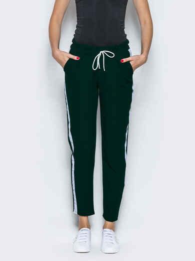 Зелёные брюки-спорт с белыми лампасами - 12761, фото 1 – интернет-магазин Dressa