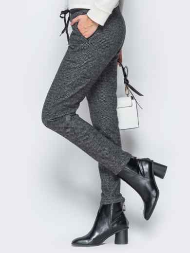 Тёмно-серые брюки из жаккарда с кантом на карманах - 17755, фото 2 – интернет-магазин Dressa