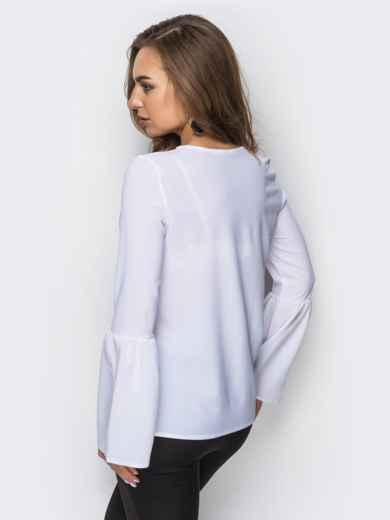 Блузка с рукавом-колокол и пришивными бусинами на полочке - 12189, фото 2 – интернет-магазин Dressa