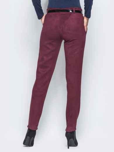 Бордовые замшевые брюки с кожаной отделкой на карманах - 15720, фото 3 – интернет-магазин Dressa