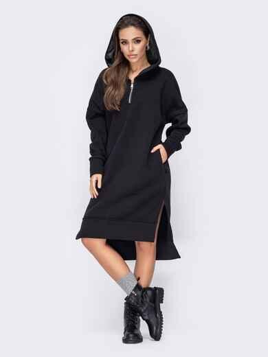 Чёрное платье на флисе с капюшоном и удлиненной спинкой 52706, фото 1