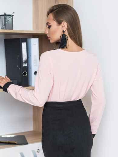 Розовая блузка с контрастной отделкой и украшением по горловине - 13247, фото 2 – интернет-магазин Dressa