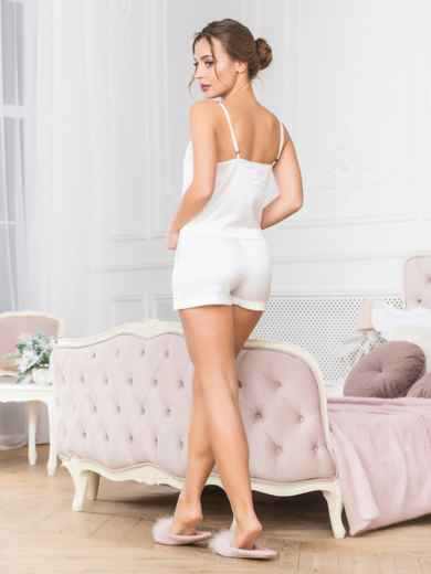Белая пижама пижама с топом и шортами - 18914, фото 2 – интернет-магазин Dressa