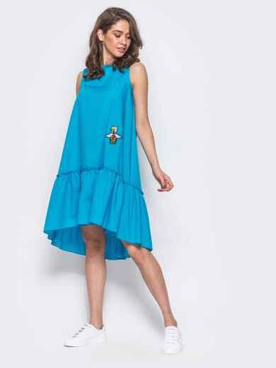 Платье-трапеция с широкой оборкой и нашивкой на полочке голубое - 11580, фото 1 – интернет-магазин Dressa