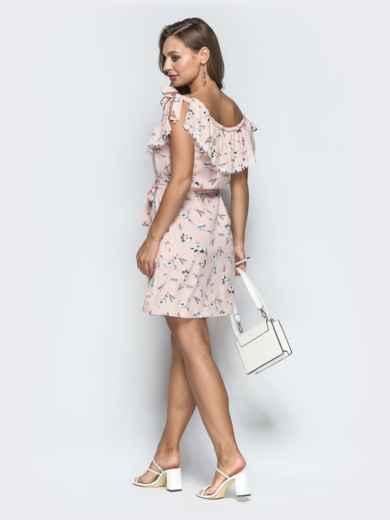 Принтованное платье с оборкой по вырезу пудровое - 39088, фото 2 – интернет-магазин Dressa