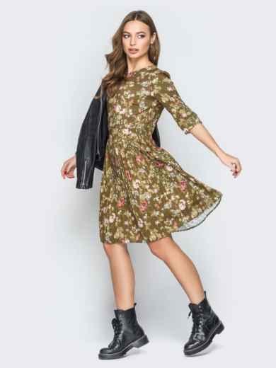 Принтованное платье с юбкой-плиссе хаки - 19584, фото 2 – интернет-магазин Dressa