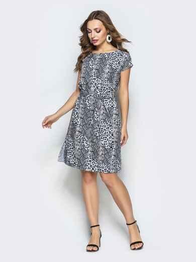 Прямое платье с анималистичным принтом из софта серое - 22293, фото 1 – интернет-магазин Dressa