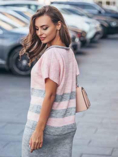 Вязаный свитер розового цвета с серыми полосами - 17115, фото 2 – интернет-магазин Dressa