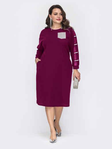 Приталенное платье батал со стразами на рукавах бордовое 52130, фото 1