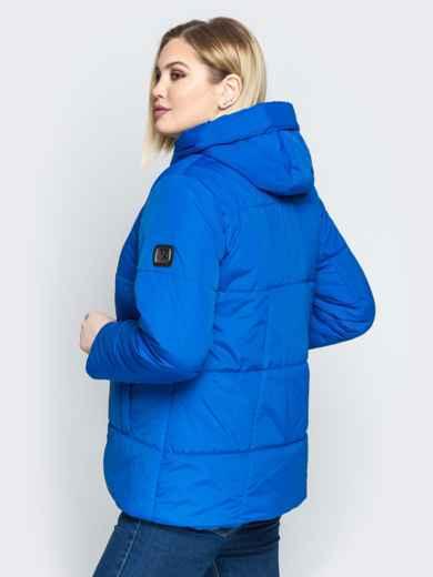 Синяя куртка со вшитым капюшоном и кулиской - 20217, фото 3 – интернет-магазин Dressa