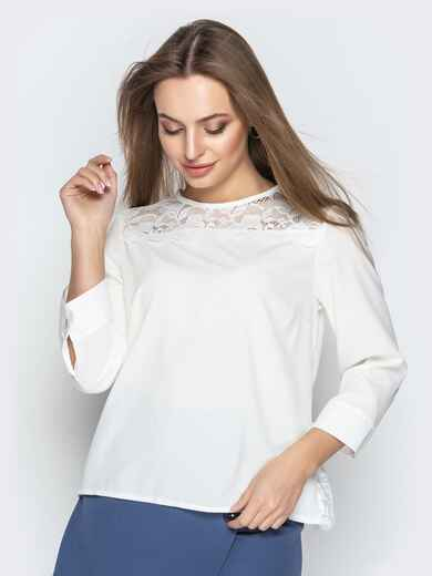 Молочная блузка свободного кроя с гипюровыми вставками - 20779, фото 1 – интернет-магазин Dressa