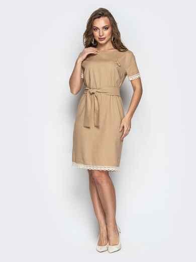 Свободное платье с кружевом по низу и поясом бежевое 21160, фото 1