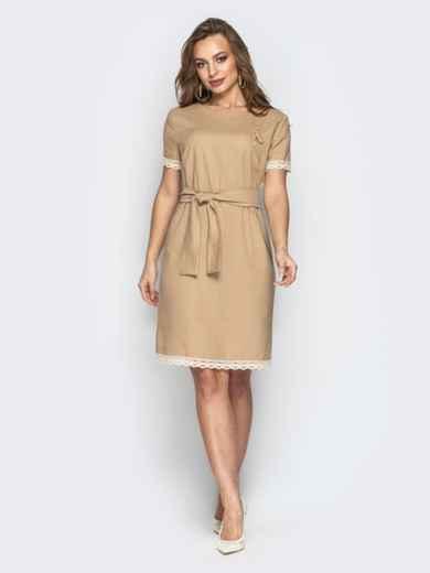 Свободное платье с кружевом по низу и поясом бежевое 21160, фото 2
