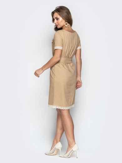 Свободное платье с кружевом по низу и поясом бежевое 21160, фото 4
