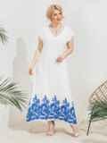 Приталенное платье батал с вышивкой по низу белое 46215, фото 2