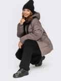 Зимняя куртка коричневого цвета с вшитым капюшоном  55604, фото 5