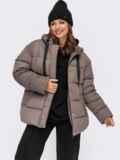 Зимняя куртка коричневого цвета с вшитым капюшоном  55604, фото 1