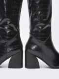 Зимние сапоги со змеиным узором на устойчивом каблуке чёрные 51735, фото 3
