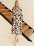 Бежевое платье из шифона с принтом и воротником-аскот 53053, фото 4